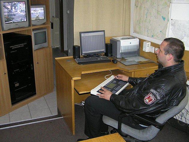 Konec roku znamená pro strážníky městských policií v regionu zvýšenou pohotovost.  V silvestrovském opojení se zvyšují hlavně počty případů různých výtržností a vandalismu.