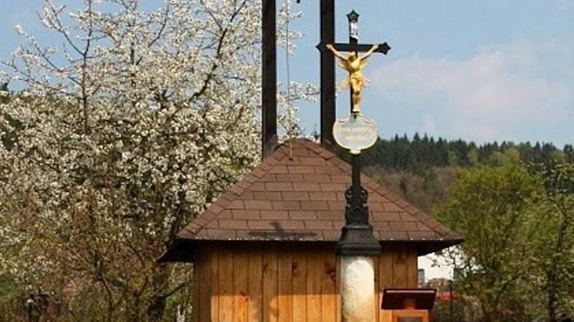 Zvonička v celé své kráse.