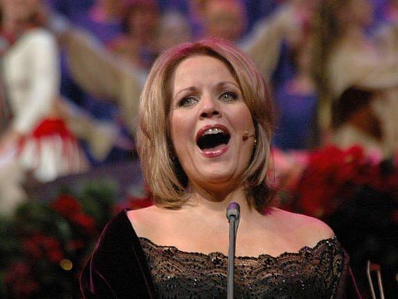 Jedna z nejlepších a nejslavnějších sopranistek světa Renée Fleming se představí v hlavní roli opery Richarda Strausse Růžový kavalír.