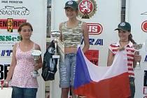 Stupně vítězů. Teprve dvanáctiletá Anežka během dvou let potvrdila, že se s bramborovými medailemi nespokojí. Pravidelně stává na stupni nejvyšším.