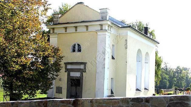 Toleranční modlitebna stoji v Horní Krupé v areálu hřbitova.