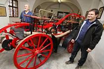Pod klenbou renesančního zámku v Oslavanech jsou vystaveny i krásné koněspřežné stříkačky ze sbírek našeho ústředního hasičského muzea v Přibyslavi.