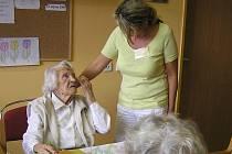 V Domově zvláštního režimu Reynkova pomáhají nemocným Alzheimerovou chorobou nejen při běžných úkonech, jako je oblékání nebo hygiena. Snaží se také, aby nemocní, i přes závažnost svého onemocnění, neztratili kontakt s okolním světem.