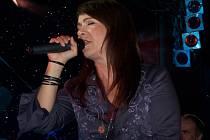 Zpěvačka se nešetřila a ukázala obecenstvu, že si cenu zpěvačky roku zaslouží.