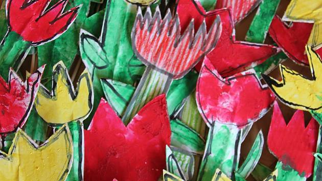 Tulipány vyrobené v rámci tulipánového měsíce. Foto: archiv spolku pro lůžkový hospic Mezi stromy