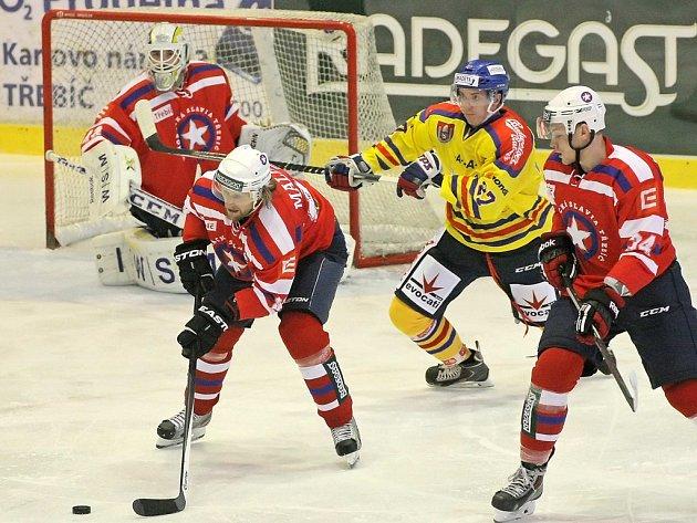 Po pondělním úspěchu Dukly Jihlava si na českobudějovických hokejistech pochutnala i Třebíč. V dramatickém a na branky bohatém utkání se bojovalo až do konce, svůj úspěch stvrdili domácí až v poslední minutě duelu.