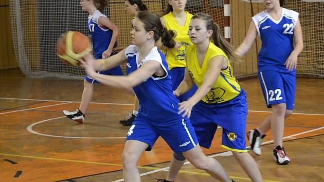 Bronzovou příčku. Tu obsadily v oblastním přeboru  basketbalové juniorky Jiskry. V poháru si připsaly dvě vítězství.