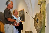Až do 4. září mohou návštěvníci v havlíčkobrodském Muzeu Vysočiny obdivovat kresby, malby a plastiky Jiřího Bašty z Ledče nad Sázavou.