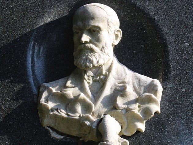 František Niklfeld byl v Přibyslavi před 100 lety pohřben vedle své ženy Marie. Ta svého chotě na věčnost předešla o třiadvacet let.