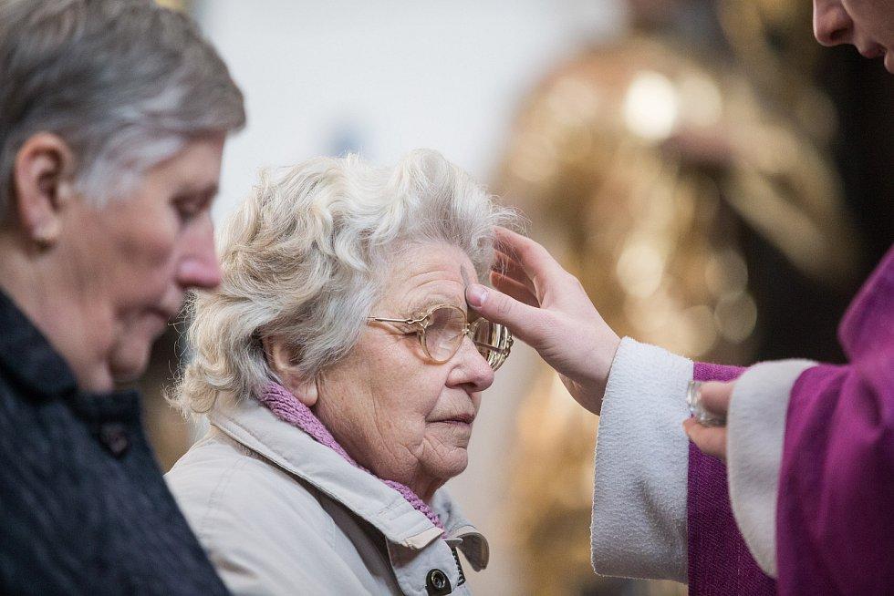 Mše svatá s udílením popelce v havlíčkobrodském kostele Nanebevzetí Panny Marie.