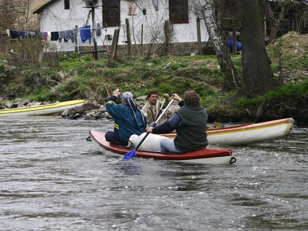 Po slavnostním odemknutí nic již nebránilo tomu, aby účastníci mohli vyplout.