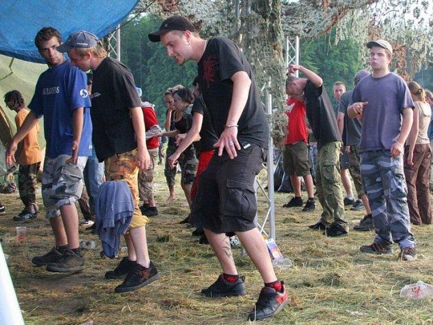 Klidná Technoparty. Tanečníci se na Technoparty u Dobré Vody zdrželi do nedělního odpoledne.