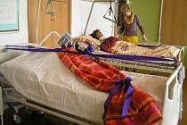 Pečovat o pacienta se budou zdravotní sestry nyní učit na moderním lůžku.