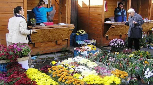 Květiny a věnce.