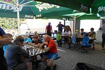 Šachový klub TJ Jiskra Havlíčkův Brod se připojil k oslavě Mezinárodního dne šachu setkáním na Pelestrově.