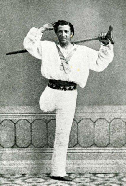 Isjednou nohou se člověk může stát taneční hvězdou.