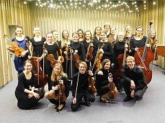 KOMARA. Pod tímto názvem se již 2 roky skrývá 18 mladých hudebníků z Havlíčkova Brodu a okolí.