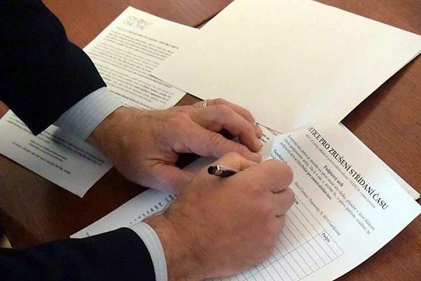 Petice proti neustálému střídání zimního a letního času.
