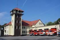Stanice profesionálních hasičů v Brodě je stará desítky let, současným potřebám už nestačí.