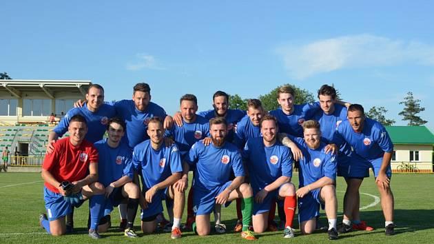 Hokejisté Havlíčkova Brodu zakončili suchou přípravu v Tisu fotbalovým zápasem.