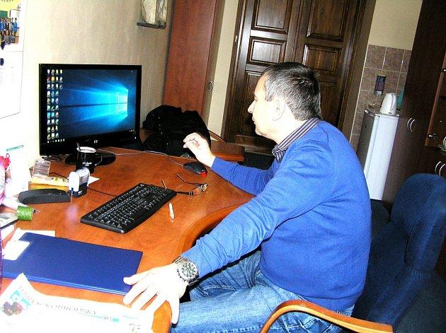 Již víc než měsíc má základní škola v Golčově Jeníkově nové vedení. Ředitelem školy se na základě konkurzu stal Luděk Ježek.