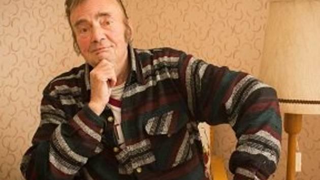 Fotografie herce Miroslava Kamana z doby kde se léčil ve Vysočinských nemocnicích. Obtloustlého bodrého esenbáka už moc nepřipomínal.