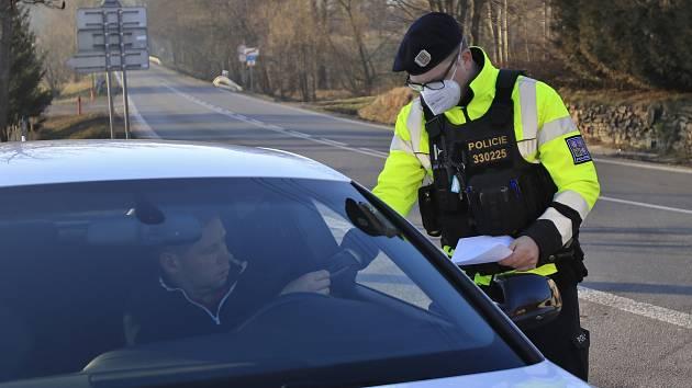 Kontroly budou probíhat i během Velikonoc. Kromě nařízení o okresech budou policisté kontrolovat i požití alkoholu.