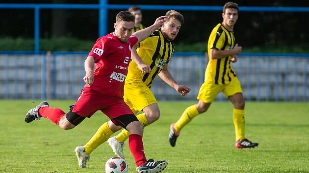 Veledůležitý souboj s předposlední Přibyslaví fotbalisté Bedřichova (v modrožlutém) nezvládli. Po prohře 2:4 tak dál zůstávají poslední.