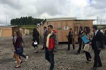 Europoslanec Tomáš Zdechovský navštívil uprchlický tábor ve francouzském Calais.