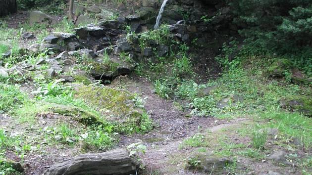 Na tomto místě v havlíčkobrodském parku Budoucnost u kamene v popředí byl naposledy spatřen devítiletý Jakub Šimánek.