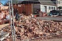 Velmi silný vítr poškodil z pondělí na úterý rozestavěnou budovu nového obecního domu ve Vilémově
