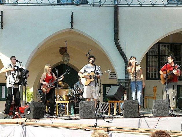 Skupina Svítání přiveze nevšední hudební zážitek do chotěbořského kina 15. dubna v 19 hodin.