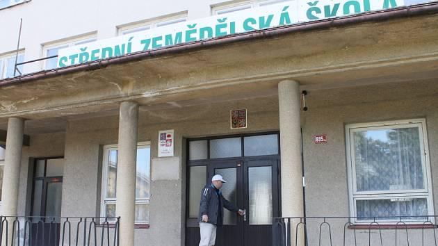 Areál je prázdný od roku 2010. Profesoři i studenti byli  rozhodnutím kraje přemístěni do Humpolce.