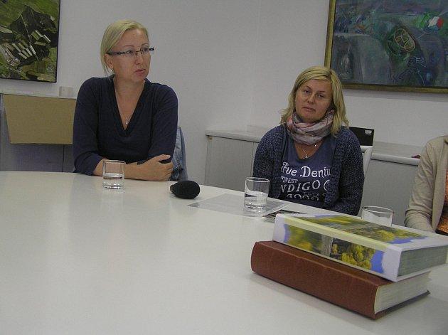 Šéfka nadačního fondu Andrea Mašková (vlevo) a terapeutka Monika Kuchtová.
