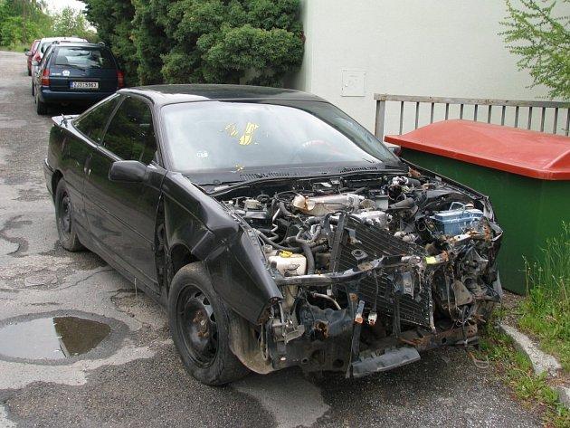 Nějaký čas havarovaný automobil překážel na křižovatce ulic Kyjovská a Trocnovská.