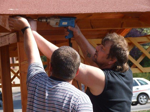 Poslední přípravy. Napjatá atmosféra včera panovala před havlíčkobrodským kulturním domem.