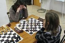 Na Přibyslavském šachovém festivalu 2009 jsou už týden k vidění tvrdé boje. V sobotu bude známo jméno nové české mistryně mezi juniorkami, postupující na mistrovství České republiky juniorů a vítěze turnaje OPEN Přibyslav 2009.