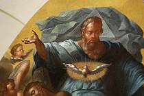 Málem až bázeň vzbuzovala v návštěvnících tři zrestaurovaná plátna, která před třiadvaceti lety nalezly památkářky na půdě klášterního kostela pod nánosem prachu a holubího trusu. Celkem je lunet osmačtyřicet.