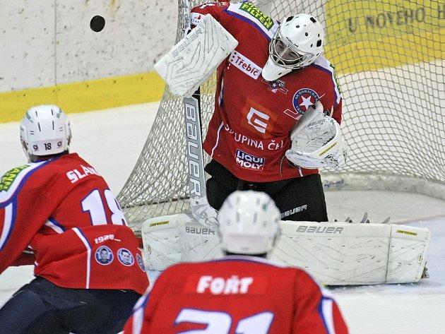 Třebíčští hokejisté sice ve středu na svém ledě podlehli Mladé Boleslavi na nájezdy, ale bod s ještě vloni extraligovým protívníkem je velmi cenný. Výraznou měrou se o něj postaral spolehlivý gólman Marek Čiliak.
