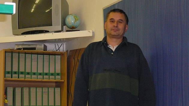 Nový ředitel. Luděk Ježek má za sebou zkušenosti se sloučenými základními školami v Herálci a Úsobí. Nyní šéfuje třikrát větší škole – v Přibyslavi.