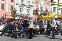První máj na brodském náměstí přilákal příznivce dechovky