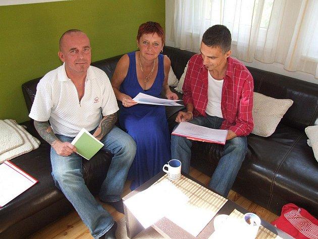 Oldřich Bašta, Jana Koryntová a Martin Hornych (zcela vpravo) chystají masivní osvětovou kampaň o viru HIV a nemoci AIDS.