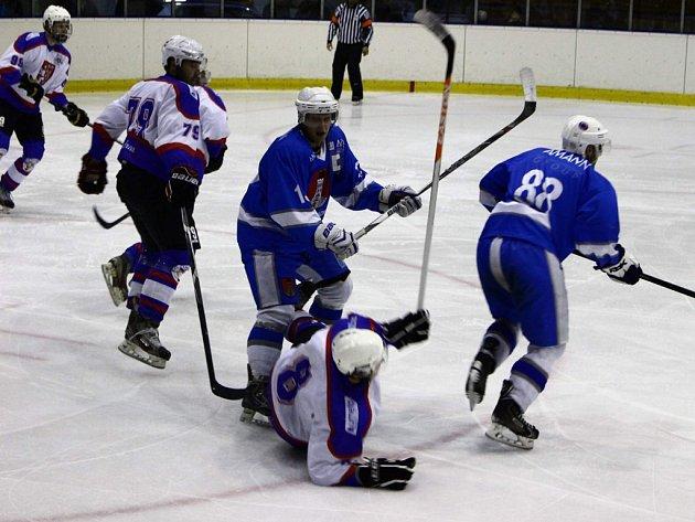 Pouze bod vyválčili v Pěšinkách hokejisté Světlé  proti Chocni. Po celý zápas byli svěřenci Jana Krajíčka lepším týmem, ale brankové příležitosti nedokázali proměnit.
