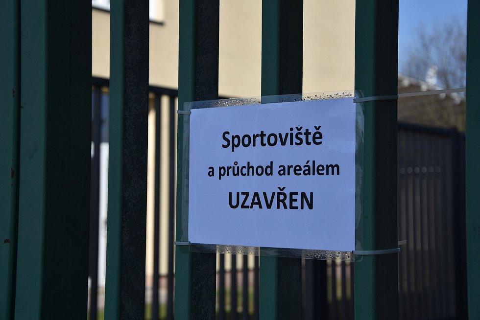 V Třebíči je kvůli vládním opatřením momentálně pro veřejnost uzavřený atletický stadion. A v Pelhřimově?