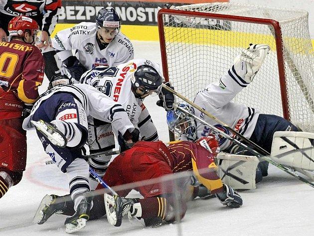 Urputnou obranou se prezentovali hokejisté Benátek v sobotu v Jihlavě. Domácí Dukla nakonec hostující tým o jednu branku přetlačila a po dvou porážkách slavila další vítězství.