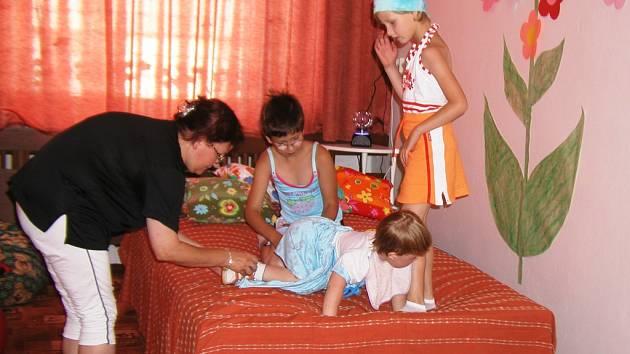 Společně to zvládneme. Rodičům postižených dětí nabízí brodské Středisko rané péče například speciální místnost, kde mohou s dětmi cvičit a relaxovat.