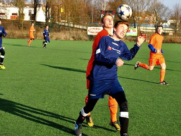 První prohru. Tu si v zimních přípravných zápasech připsali na své konto mladší dorostenci Slovanu, kteří prohráli s Polnou 2:3.  V neděli se utkají s divizní Vrchovinou.