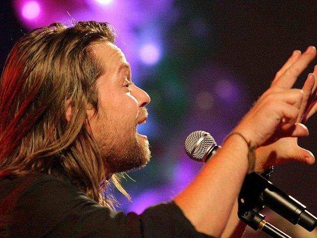Havlíčkobrodský Club Effect v pátek 31. října přivítá populární českou kapelu Kryštof v čele s Richardem Krajčem. Fanoušci se mohou těšit na všechny známé hity.