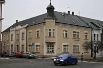 Budova bývalé pošty v Chotěboři.