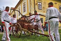 Historická stříkačka pochází z roku 1909 a hasiči z Jeřišna ukázali její funkčnost.